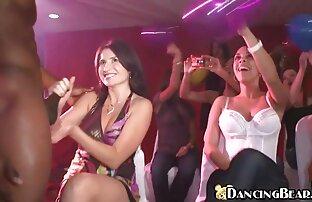 اثنين اجمل فيلم سكس اجنبي من العاهرات على الأريكة تلبية صديق في مواقف مختلفة