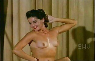 سحاقية لديها خبرة في تعليم امرأة شابة افضل افلام السكس الاجنبي للتعرف عليها