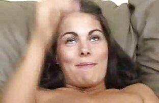 ناضجة الزوجين على الأريكة الجنس مع اجمل فيلم سكس اجنبي شقراء