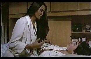 الفتاة تمتص ديك الرجل و جعله يمارس الجنس على اجمل فيلم سكس اجنبي السرير